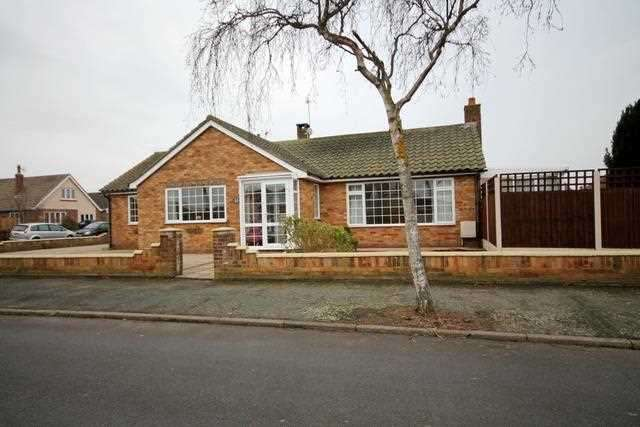 2 Bedrooms Bungalow for sale in Chelmsford Road, Holland on Sea