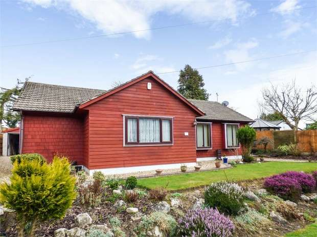 3 Bedrooms Detached Bungalow for sale in Old Mains Lane, Poulton-le-Fylde, Lancashire