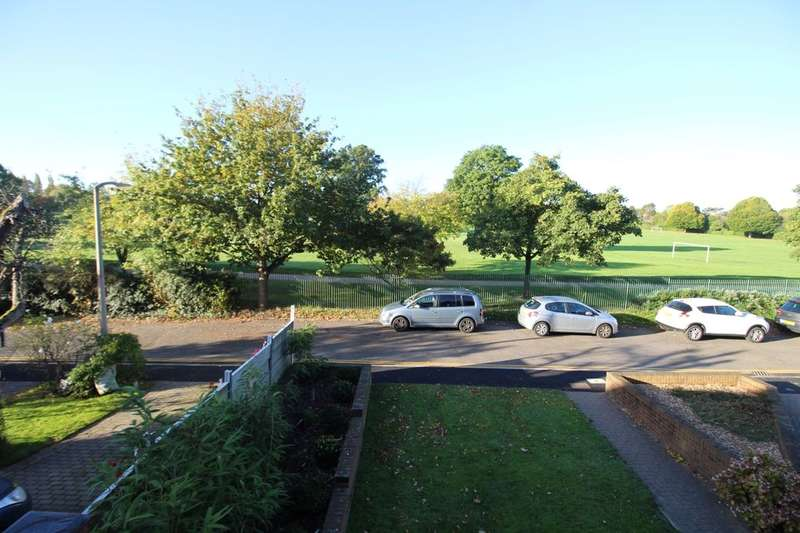 2 Bedrooms Flat for sale in Netley Close, Cheam, Sutton, SM3