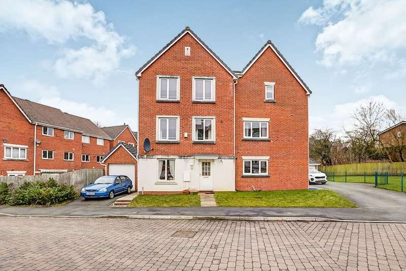 5 Bedrooms Property for sale in Foggbrook Close, Offerton, Stockport, SK2