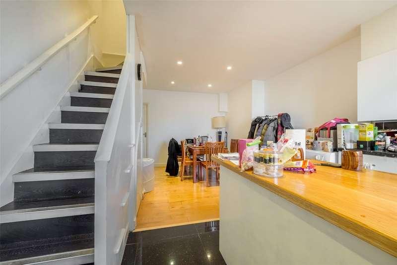 2 Bedrooms Maisonette Flat for sale in Cavour House, Alberta Estate, Kennington, London, SE17