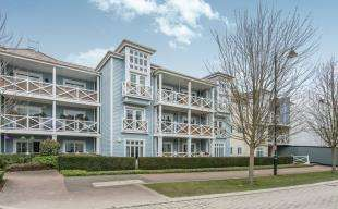 2 Bedrooms Flat for sale in Lambe Close, Snodland, Kent