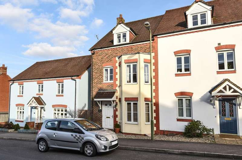 3 Bedrooms End Of Terrace House for sale in Barentin Way, Petersfield, GU31