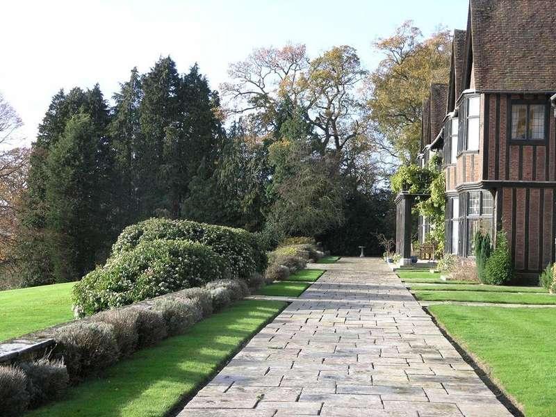 2 Bedrooms Apartment Flat for sale in Yattendon Court, Yattendon, Newbury, RG18
