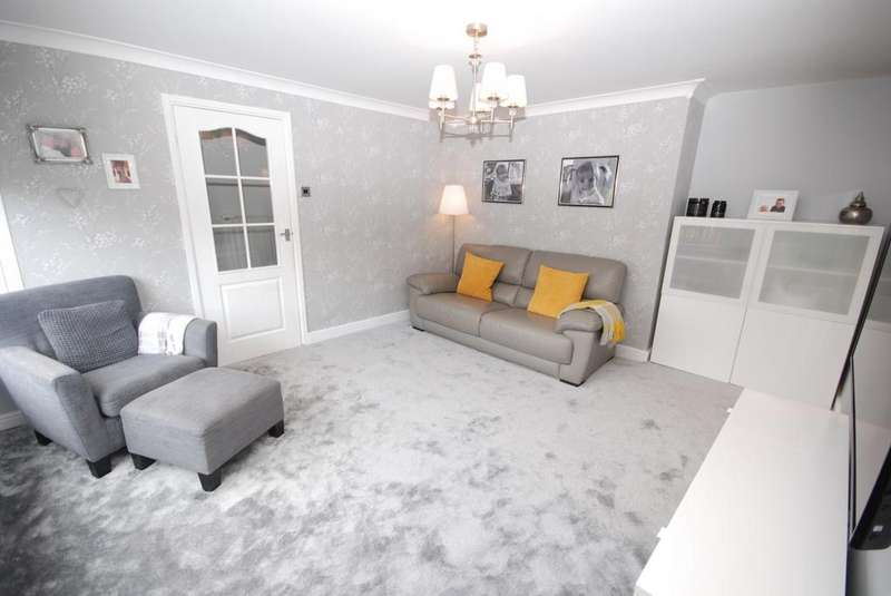 3 Bedrooms Semi Detached House for sale in Kinross Close, Birtley