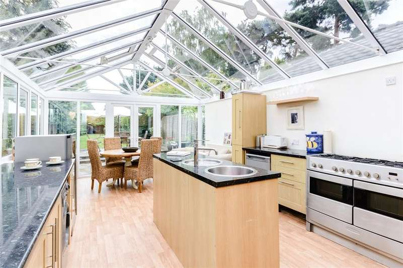 3 Bedrooms Detached House for sale in Ambleside Road, Lightwater, Surrey
