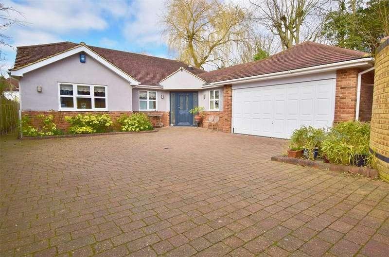 3 Bedrooms Detached Bungalow for sale in Tye Common Road, BILLERICAY
