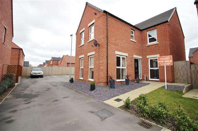 4 Bedrooms Detached House for sale in Chanterelle Walk, Clowne, S43 4FN