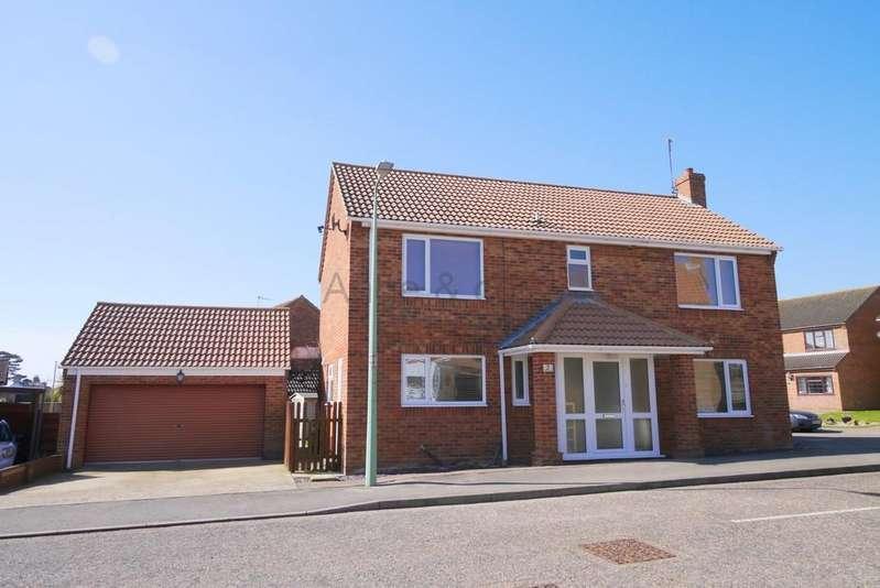 4 Bedrooms Detached House for sale in Park Close, Carlton Colville, Lowestoft