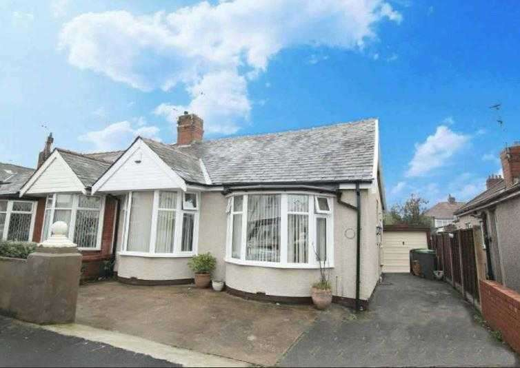3 Bedrooms Bungalow for sale in Dunelt Road, Blackpool