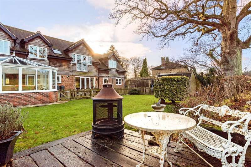5 Bedrooms Detached House for sale in Nuthurst Road, Monks Gate, Horsham, West Sussex, RH13