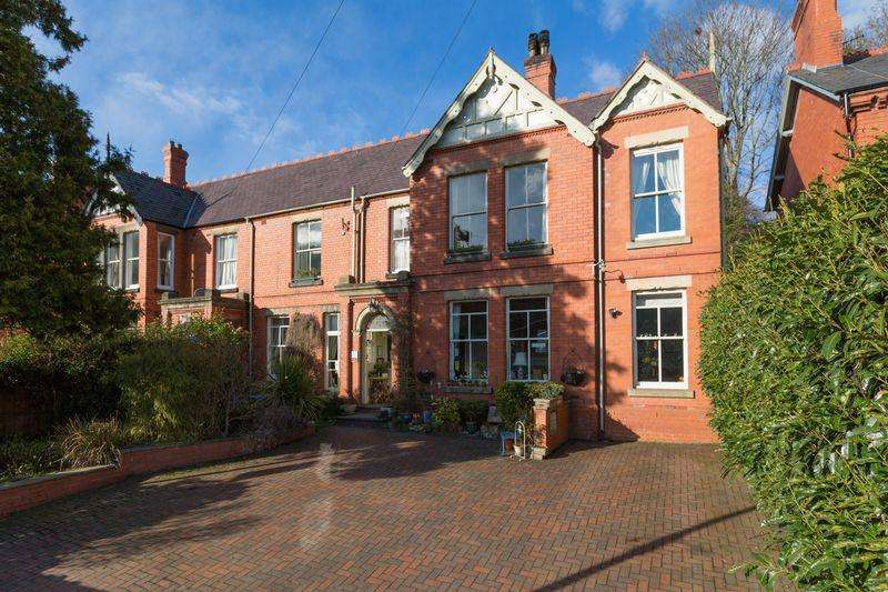 5 Bedrooms Semi Detached House for sale in Abbey Road, Llangollen