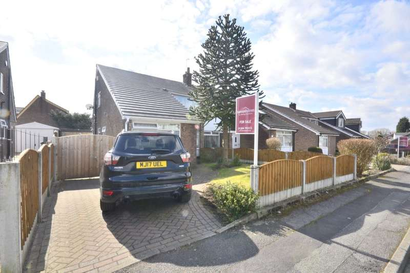 3 Bedrooms Semi Detached Bungalow for sale in Duxbury Avenue, Little Lever, Bolton, BL3