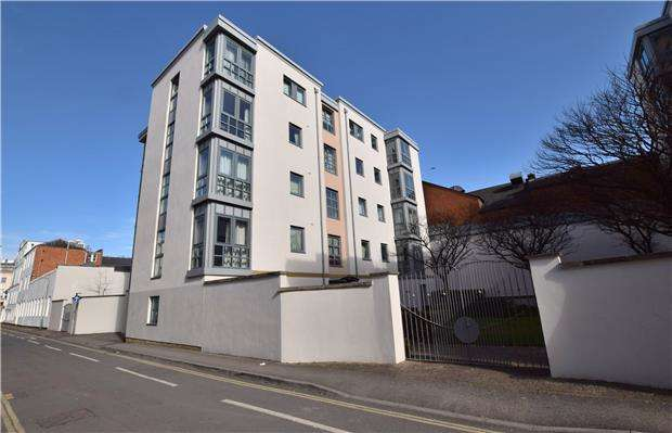2 Bedrooms Flat for sale in Imperial Court, Imperial Lane, CHELTENHAM, Gloucestershire, GL50 1PQ