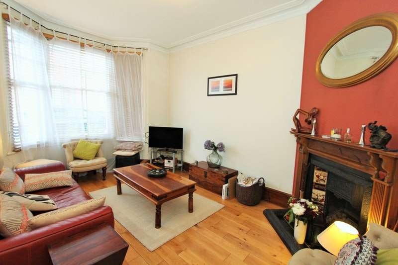 2 Bedrooms Flat for sale in Percy Road, London, London, N12