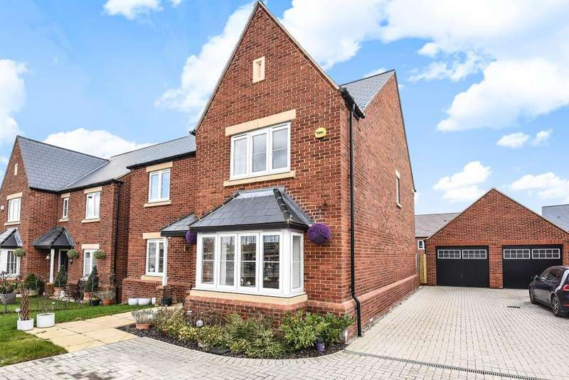 5 Bedrooms Detached House for sale in Camp Road, Upper Heyford, OX25