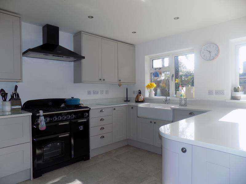 4 Bedrooms Detached House for rent in Penns Wood, Farnborough, Hampshire