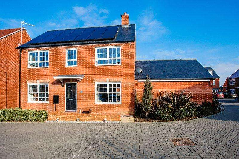 4 Bedrooms Detached House for sale in Turnside Street, Buckingham