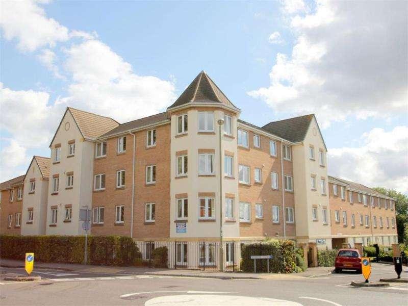 2 Bedrooms Flat for sale in Wilmot Court, 76-84 Victoria Road, Farnborough