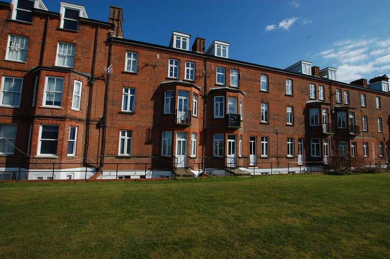 1 Bedroom Ground Flat for sale in Prince Of Wales Road, Cromer