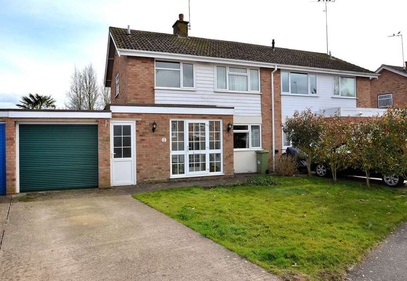 3 Bedrooms Semi Detached House for sale in Highfield Close, Newport Pagnell
