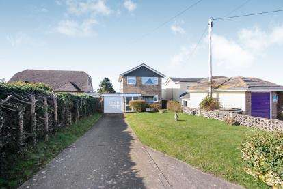 3 Bedrooms Detached House for sale in Newport, Isle Of Wight, .