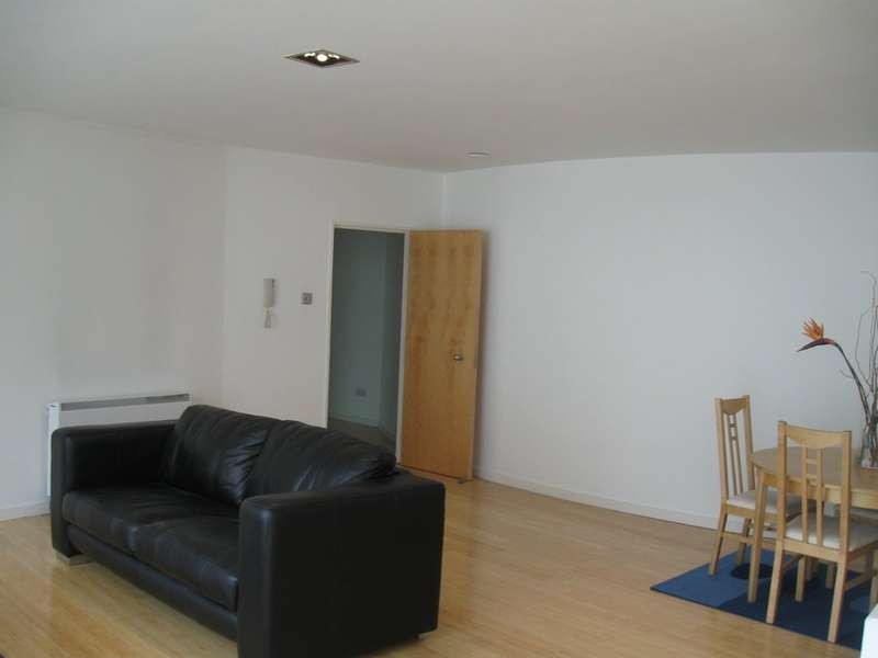 2 Bedrooms Flat for rent in Beetham Plaza, 25 The Strand,