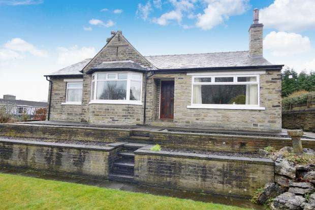 3 Bedrooms Detached Bungalow for sale in Wakefield Road Bailiff Bridge Brighouse