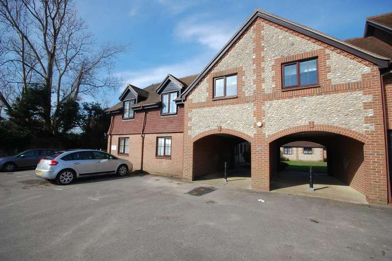 2 Bedrooms Flat for sale in High Street, Selsey, Chichester PO20
