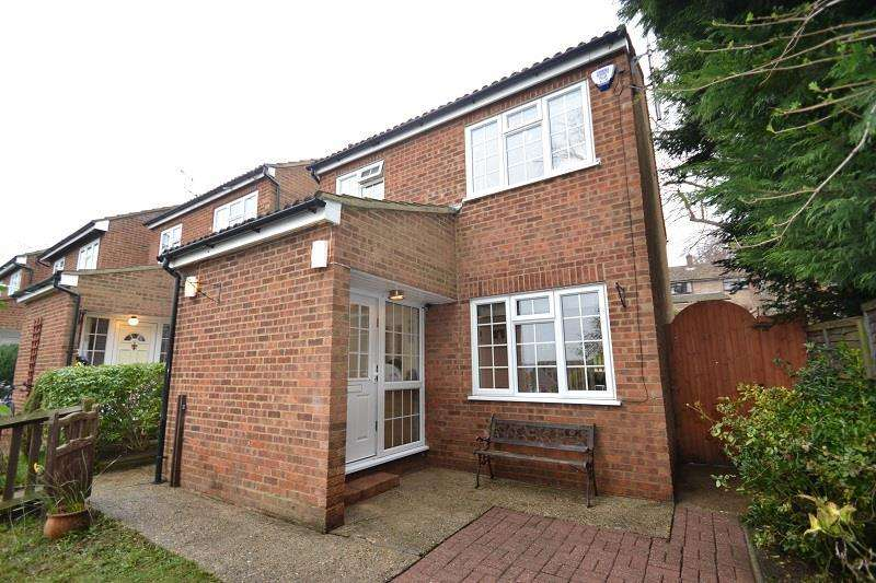 4 Bedrooms Detached House for sale in Vicarage Road, Ware