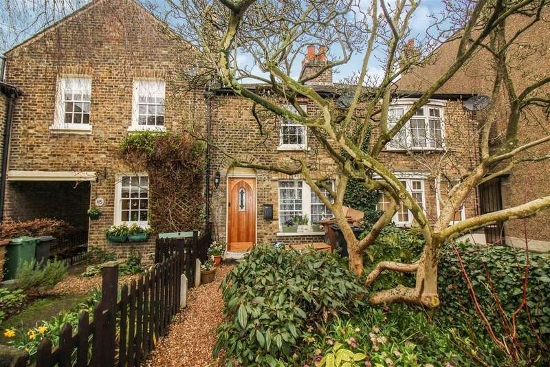 2 Bedrooms Cottage House for sale in Forest Rise, London