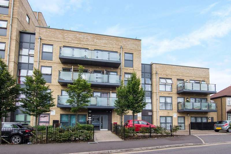 2 Bedrooms Flat for sale in Aces Court, North Drive, Hounslow