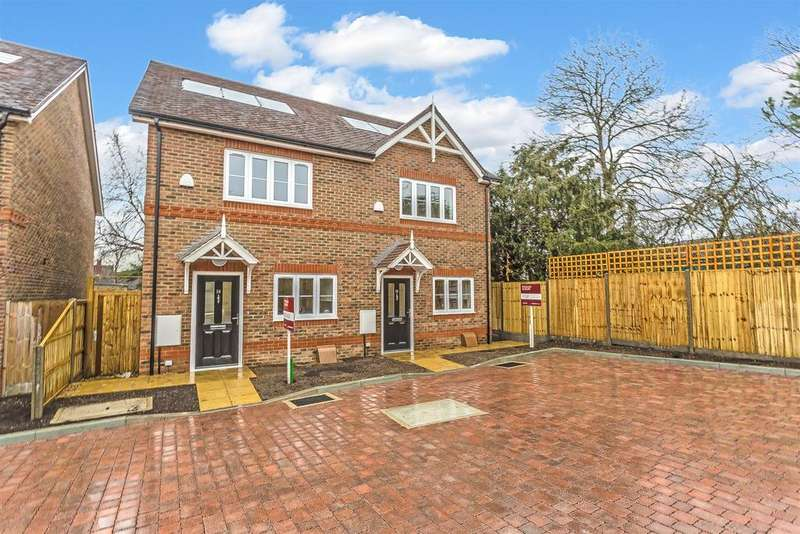 2 Bedrooms Semi Detached House for sale in Winchester Mews, Worcester park