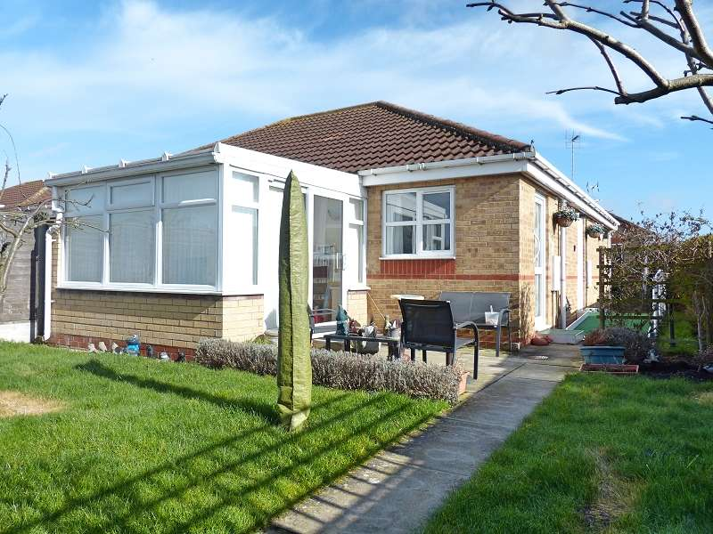 2 Bedrooms Semi Detached Bungalow for sale in Davie Lane, Whittlesey, Peterborough, PE7 1YZ