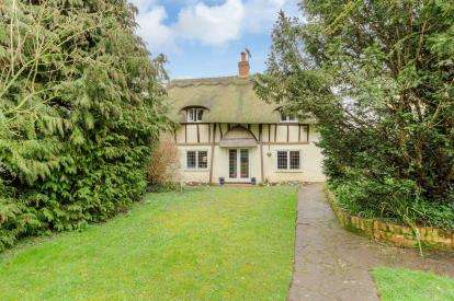 4 Bedrooms Semi Detached House for sale in The Avenue, Bletsoe, Bedford, Bedfordshire