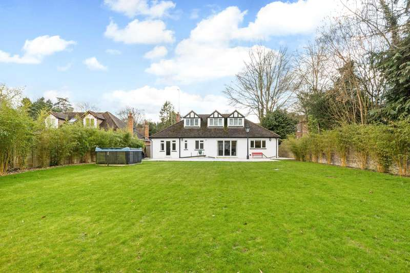 4 Bedrooms Detached House for sale in London Road, Bourne End