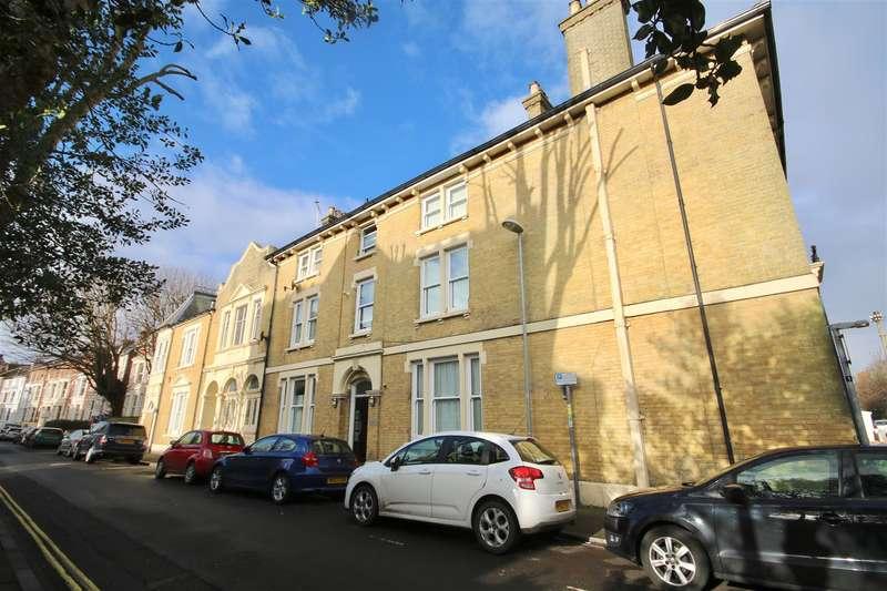 2 Bedrooms Flat for sale in Elphinstone Road, Southsea