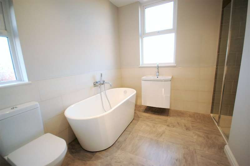 3 Bedrooms Semi Detached House for sale in Ryburn Avenue, Blackpool