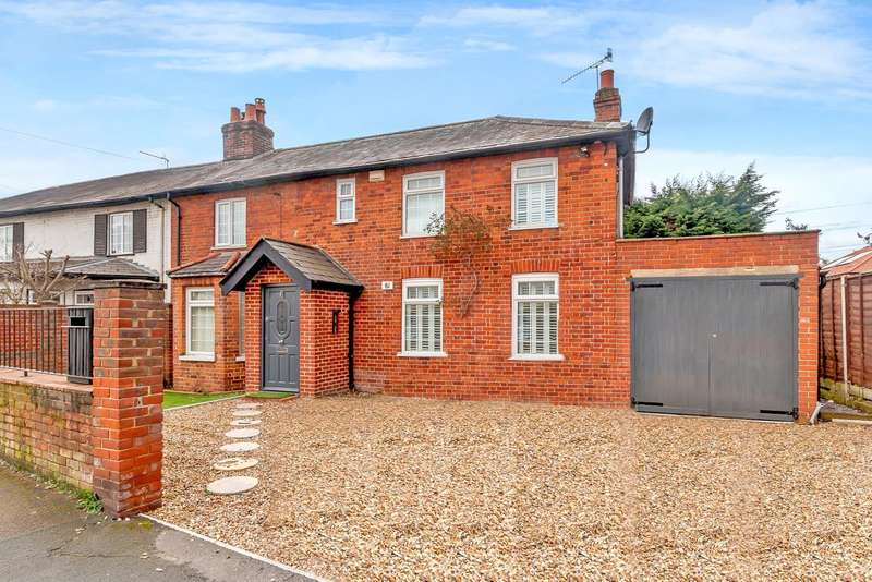 4 Bedrooms Detached House for sale in Byfleet