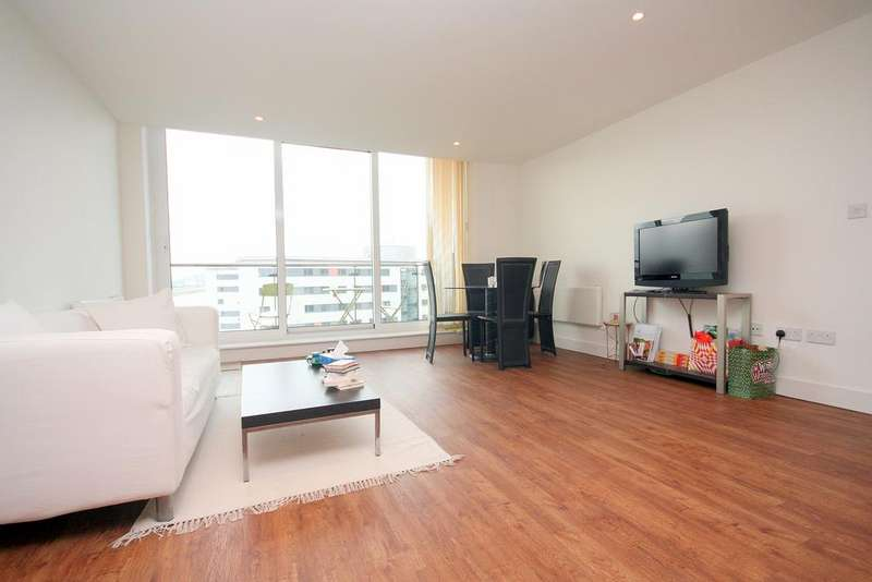 2 Bedrooms Flat for sale in 2 Basin Approach, London E16