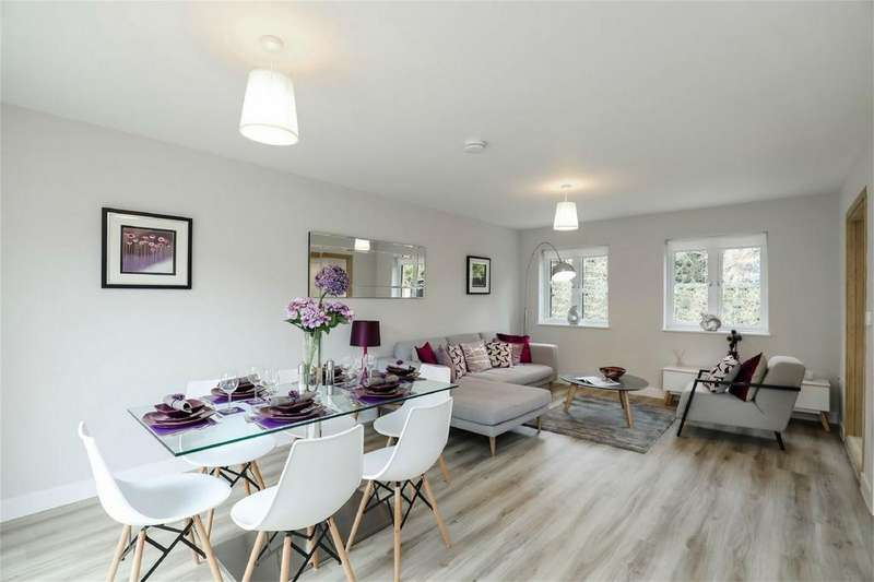 2 Bedrooms Town House for sale in Western Road, Haywards Heath, West Sussex