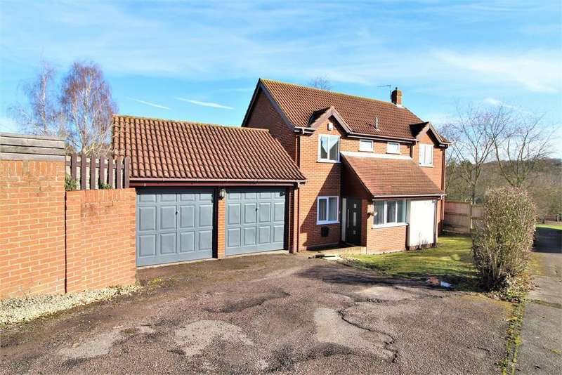 4 Bedrooms Detached House for sale in Owls Retreat, Colchester
