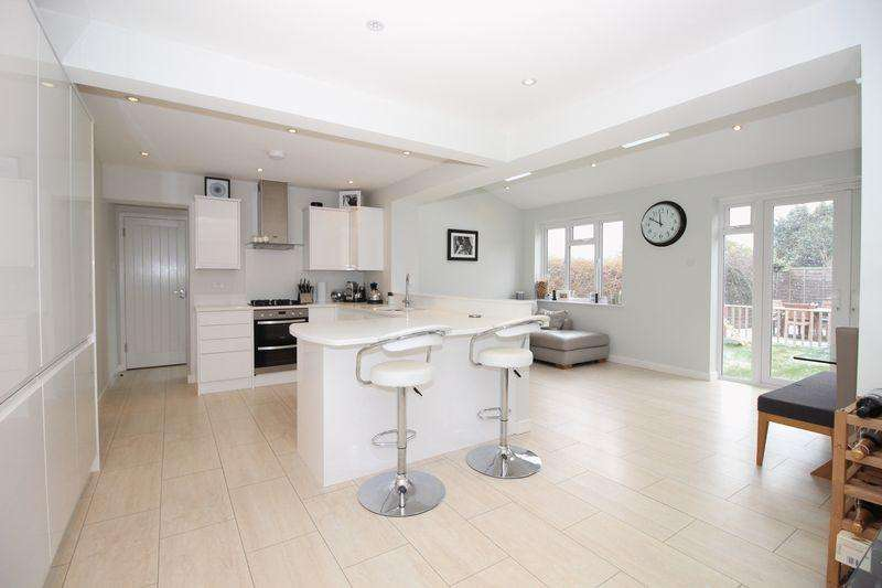 5 Bedrooms Semi Detached House for sale in Northcote Road, Sidcup DA14 6PS