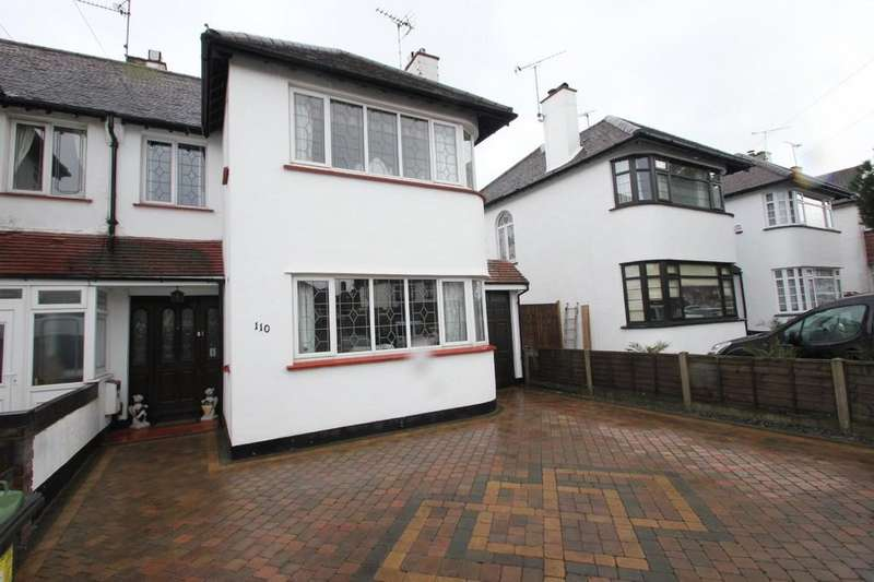 3 Bedrooms Semi Detached House for sale in Hobleythick Lane, Westcliff-On-Sea