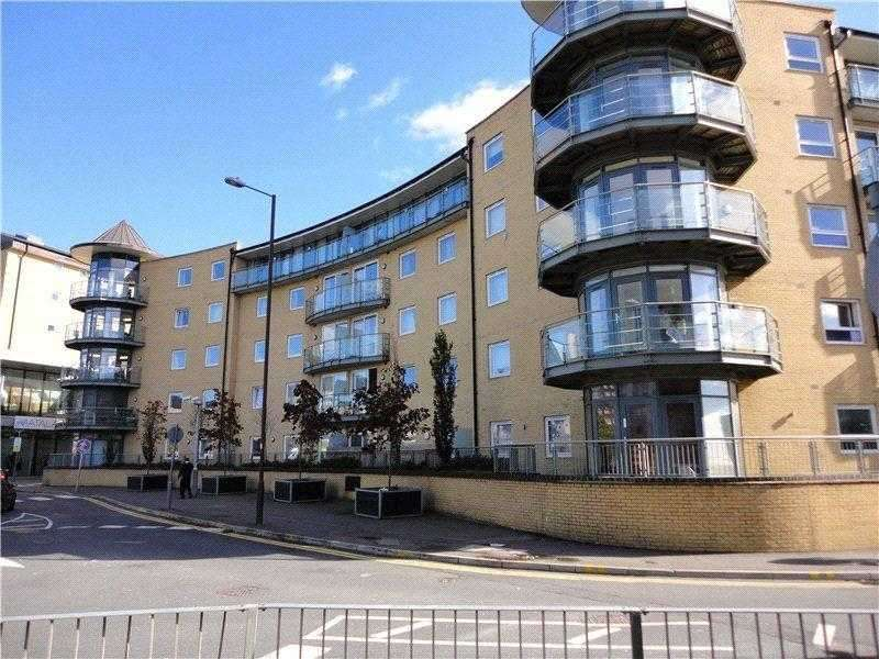 2 Bedrooms Apartment Flat for sale in Berberis House,, Highfield Rd,, Feltham,