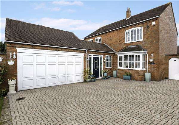 4 Bedrooms Detached House for sale in Maxstoke Lane, Coleshill