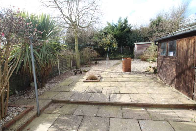 2 Bedrooms Bungalow for sale in Westfield Road, Brundall