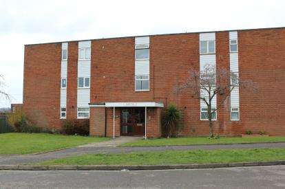 2 Bedrooms Flat for sale in Chiltern Way, Northampton, Northamptonshire, Na