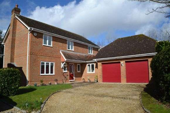 5 Bedrooms Detached House for sale in The Hawthorns, Baughurst, Tadley