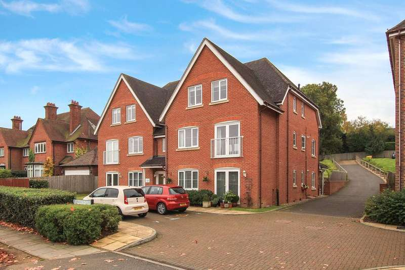 2 Bedrooms Ground Flat for sale in St Francis Close, Berkhamsted HP4